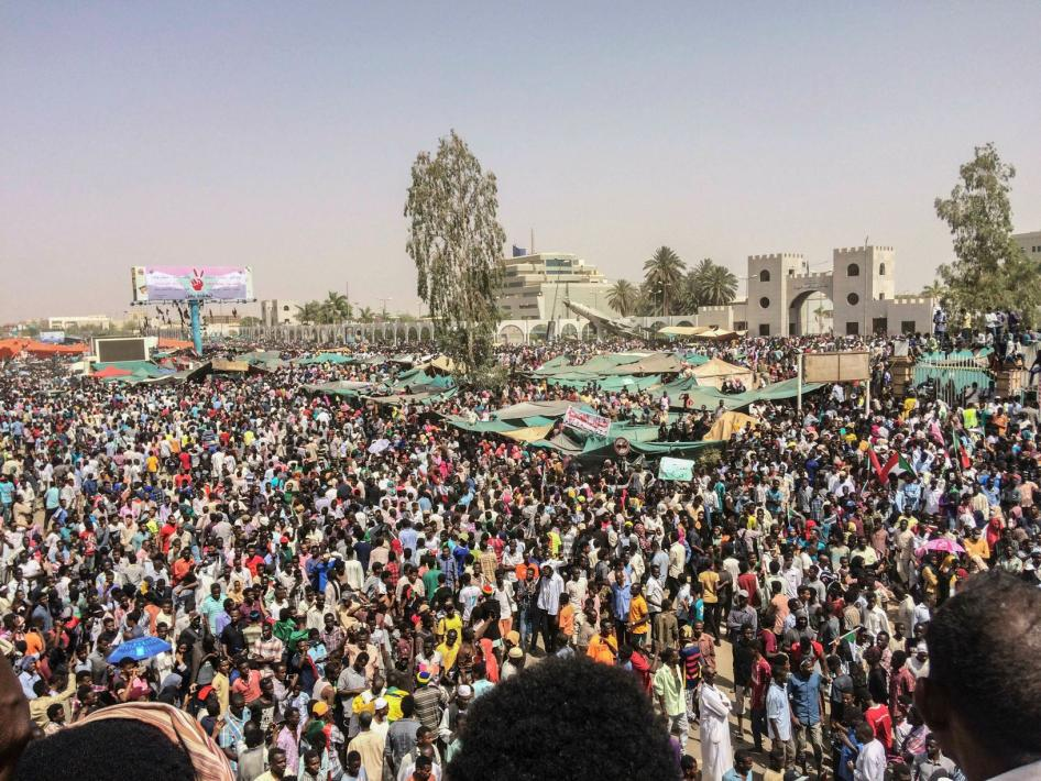 201904afr_sudan_protests2